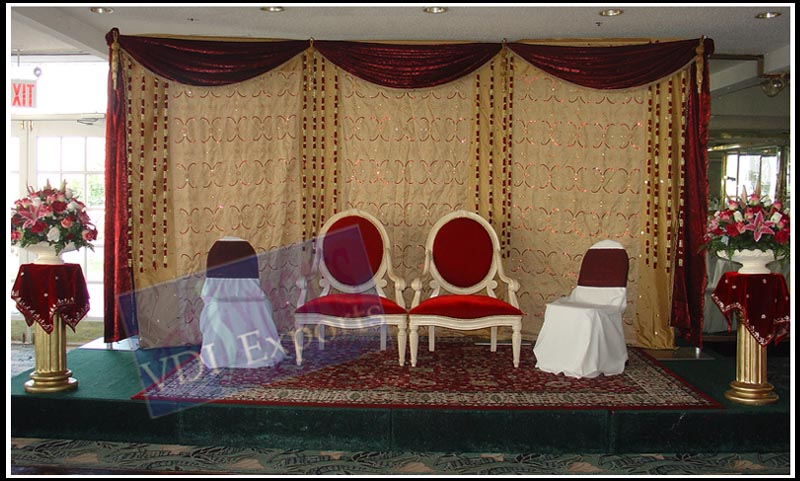 EMBROIDERED BACKDROPS WITH PILLARS